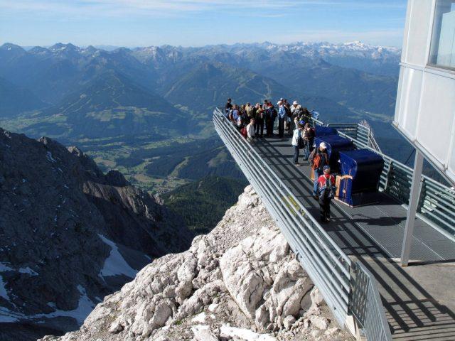 По пет дена потрага спасен планинар во Австрија
