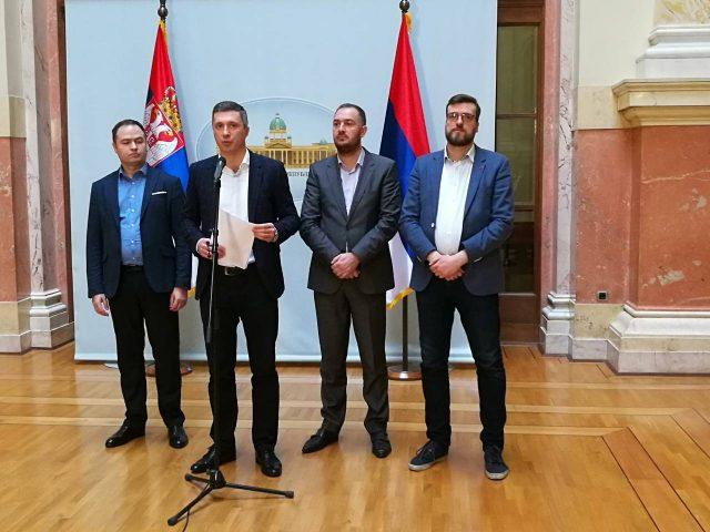 Српската опозиција предупредува дека на земјата ѝ се заканува опасност од населување со 600.000 имигранти