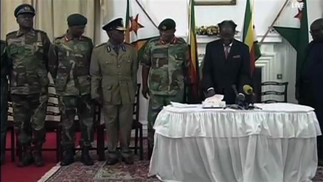 Мугабе одбива да поднесе оставка, Зимбабве во шок