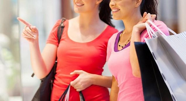 Девојки краделе облека во шопинг центар во Скопје