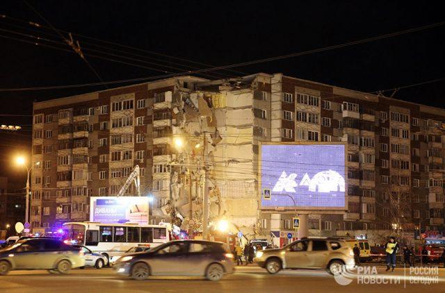 Шест жртви, од кои две деца, во уривањето на зградата во Русија (ВИДЕО)