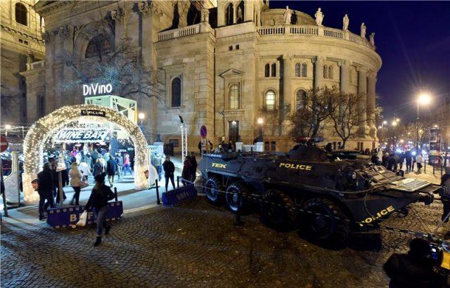Оклопни возила во Будимпешта го обезбедуваат божикниот саем