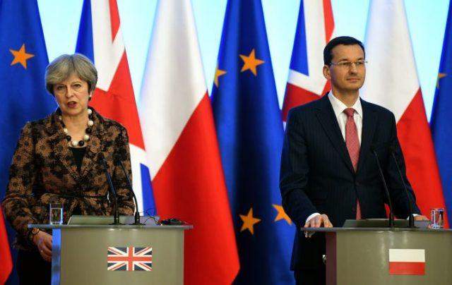 Меј ја поддржа Полска: Вашиот устав е ваша работа