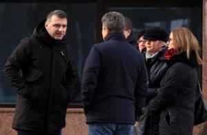 Пратениците Арнаудов и Мукоски во полициска придружба го напуштија судот