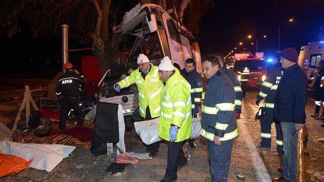 Единаесет мртви во несреќа на туристички автобус во Турција