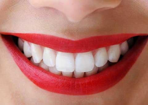 Направете паста за максимално избелување на забите