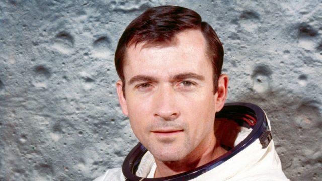 Астронаутот кој шеташе по Месечината Џон Јанг почина во 87-та година