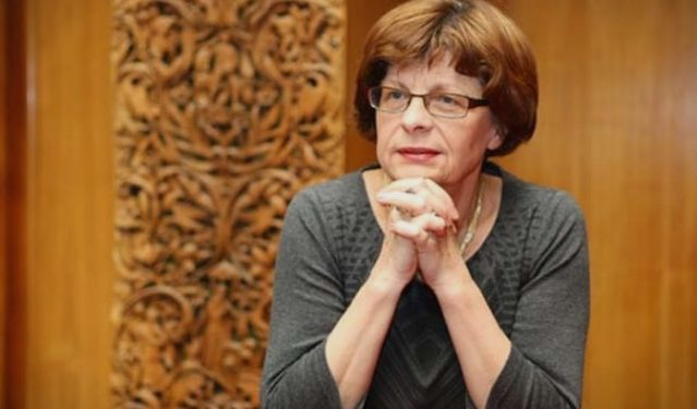 Ќулафкова: Трагично е кога сам ќе си го смениш идентитетот на државата