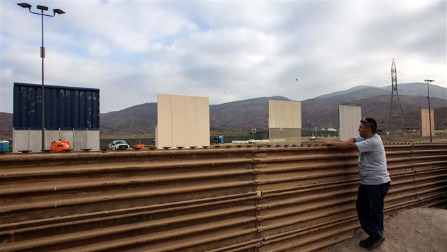 Трамп бара 18 милијарди долари за ѕид на границата