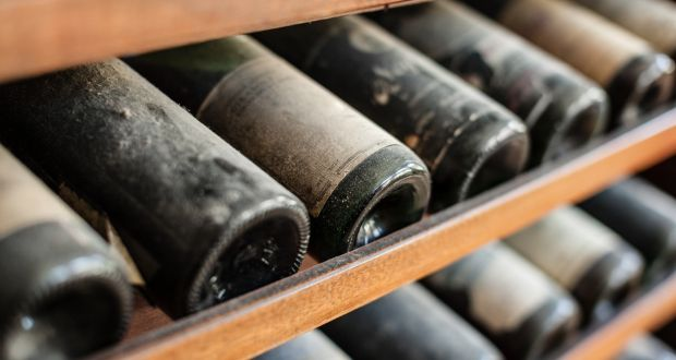 Службеник од шефот украл вино во вредност 1,2 милиони долари