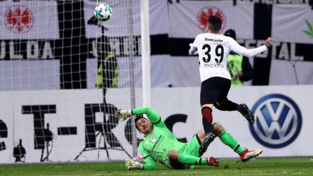 Аjнтрахт во полуфиналето од германскиот куп