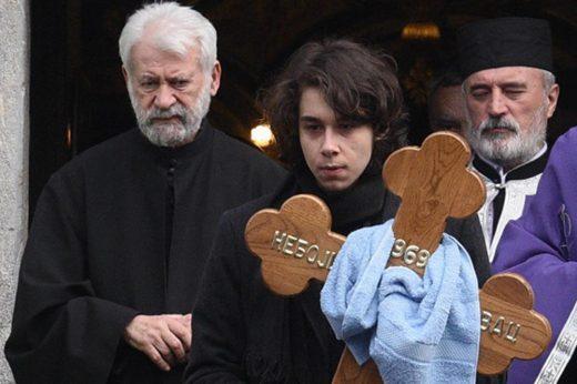 Илјадници луѓе во солзи го испратија Глоговац