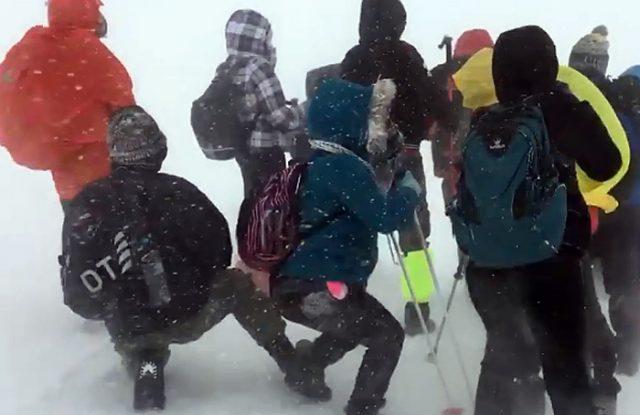 (ВИДЕО) Планинарите на Кајмакчалан се соочувале со ветер од 150 км/час и температура од -20 степени