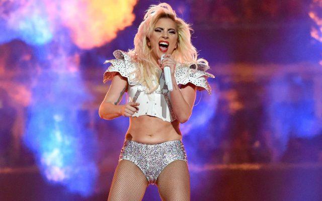 "Леди Гага откажа концерти поради ""силни болки"""