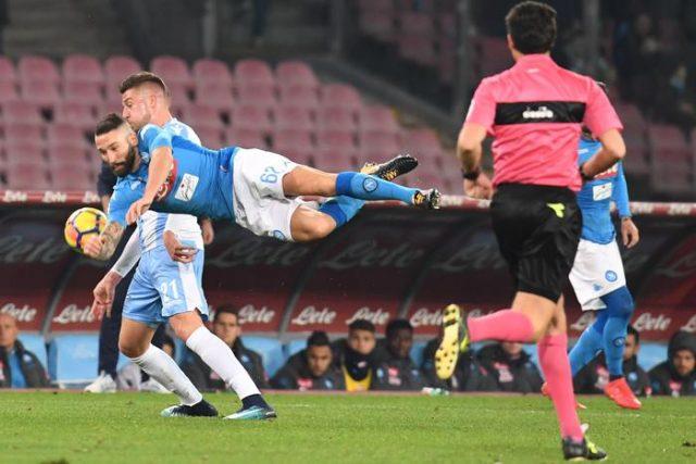 Наполи го доби дербито со Лацио и го сочува првото место