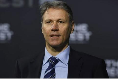 Ван Бастен ќе ја предводи делегацијата на ФИФА во Скопје