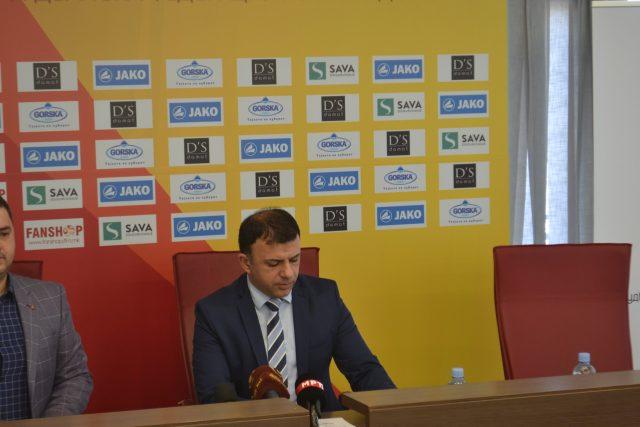 Ангеловски не го менува тимот што победува