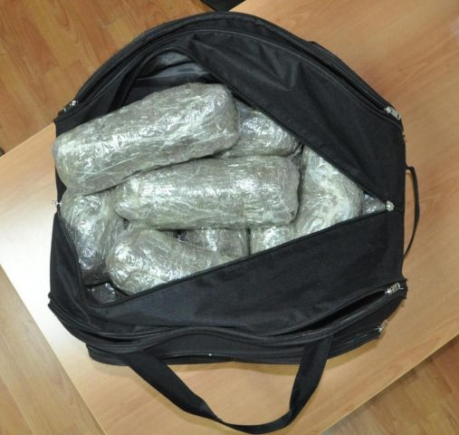 Албанци сакале да пренесат 40 килограми марихуана во Грција