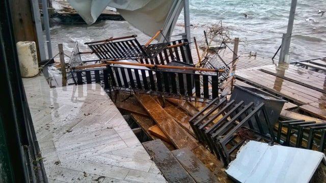 (Видео) Бранови високи 120 сантиметри го поплавија Охрид