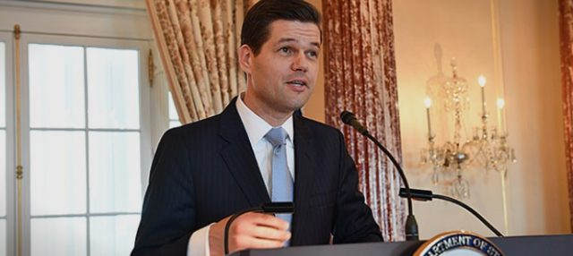 Вес Мичел во Скопје на разговори за името и за НАТО
