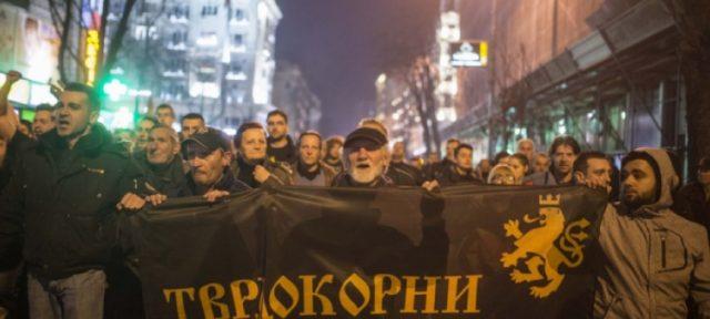 """""""Тврдокорни"""" ќе го блокираат аеродромот поради отстранувањето на споменикот на Александар Македонски"""