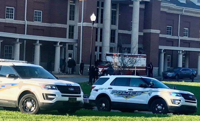 Седумнаесетгодишна девојка застрелана во училиште во САД