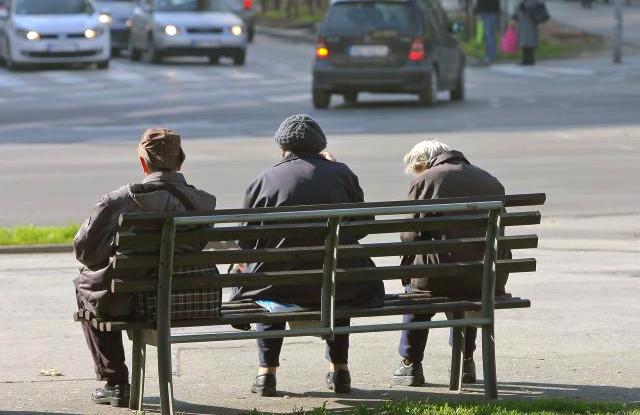 Има ли потреба и од каде пари: Социјалната пензија може да го чини буџетот и над 20 милиони евра годишно