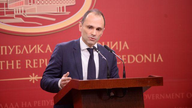 Министерот Филипче ги укинува приоритетните упати