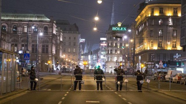 Тројца тешко повредени во напад со нож во Виена