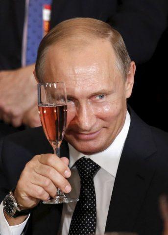 Путин ги повика Русите да го задржат единството