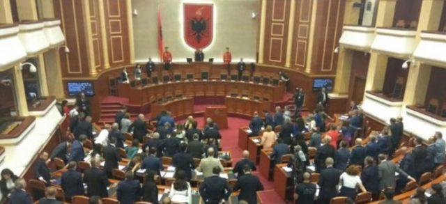САД му забранија влез на албански пратеник