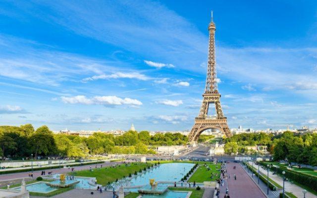 Ајфеловата кула отворена за посетители