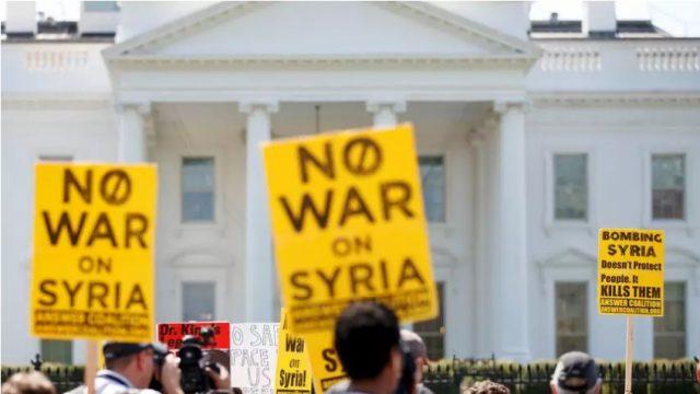 Макрон тврди дека го убедил Трамп да не ги повлекува силите од Сирија