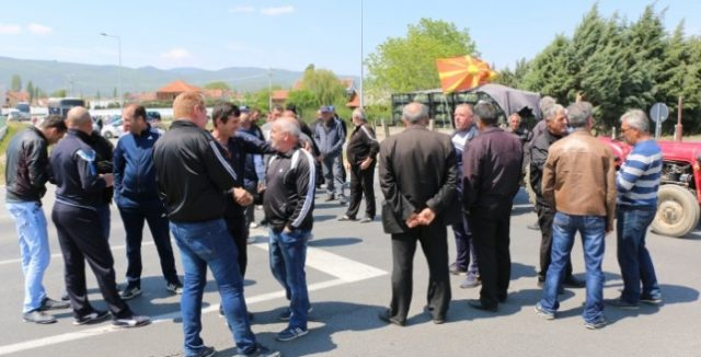 Струмичките земјоделци бараат итна средба со Николовски