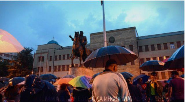 Продолжуваат протестите против договорот со Грција