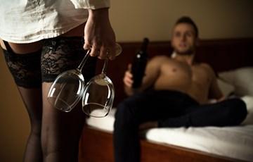 Секс и чаша вино и ќе може да живеете до 100 години