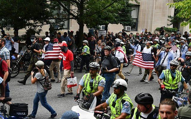 Протести на екстремни десничари и на нивни противници во Вашингтон