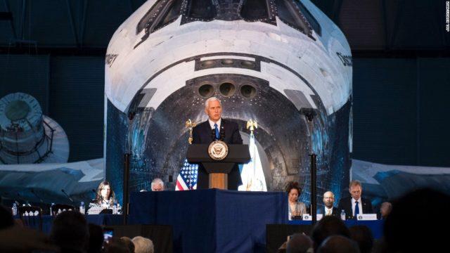 """Пенс најави дека САД ќе формираат """"вселенски сили"""" за """"следното боиште"""""""