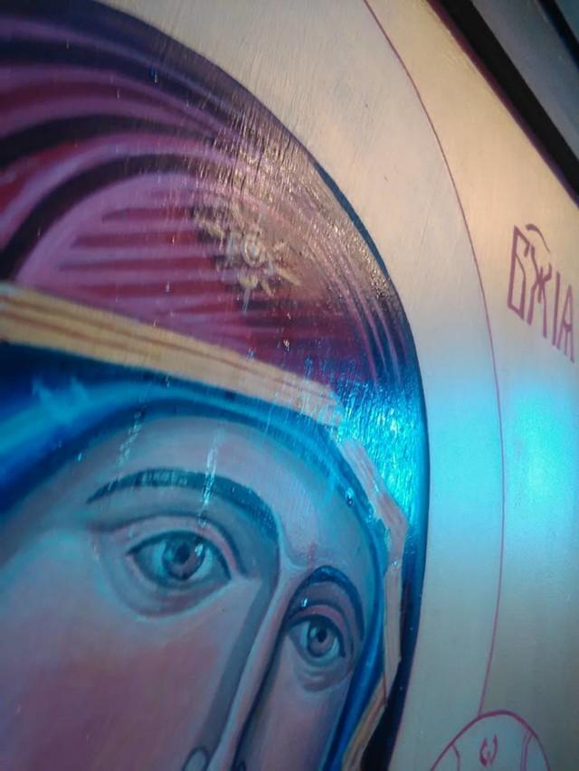 """Солзите на """"Пресвета Богородица"""" се мироточење"""