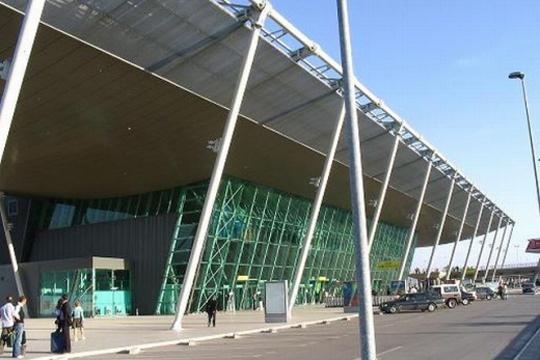 Кинезите го добија под концесија аеродромот во Тирана