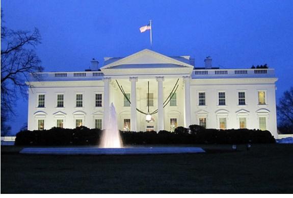 Белата куќа затворена поради сомнителен пакет