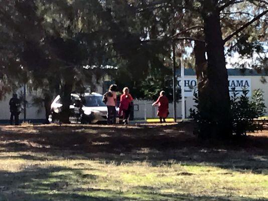 Најмалку пет убиени во пукање во основно училиште во Калифорнија