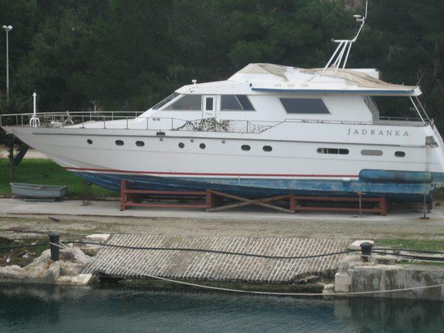 Црна Гора ја продава јахтата на Тито, цела или на делови