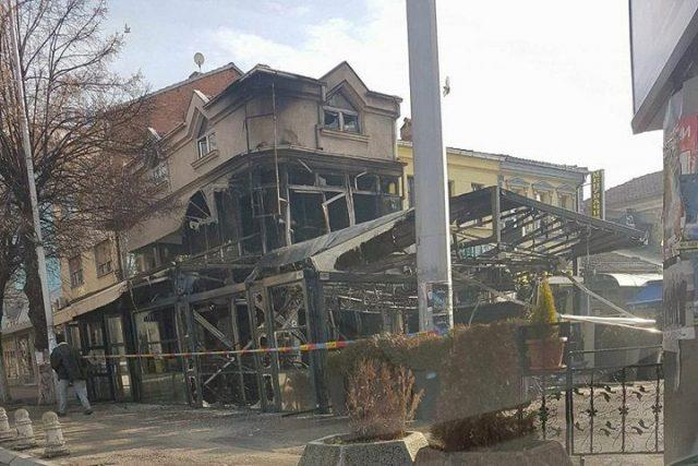 Целосно уништено кафуле во центарот на Прилеп во подметнат пожар