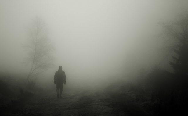 Скопјани се надеваат дека ветерот попладне ќе ја расчисти маглата, викендов дожд