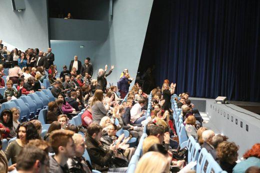 """ВИДЕО: Игор Дурловски, Игор Дурловски – скандираше публиката пред почетокот на """"Набуко"""" во МОБ"""