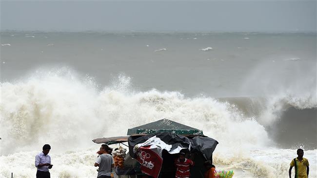 Силен циклон ги погоди Индија и Шри Ланка, загинаа 26 лица