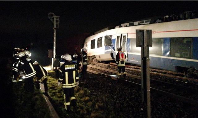 Педесетина повредени во судар на два воза близу Диселдорф (ФОТО)