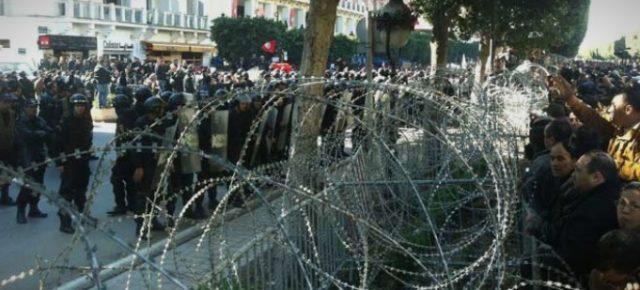 Судири во Тунис, повредени 45 полицајци и уапсени 206 лица
