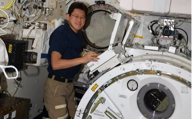 Јапонски астронаут се извини за изјавата дека во космосот пораснал 9 сантиметри